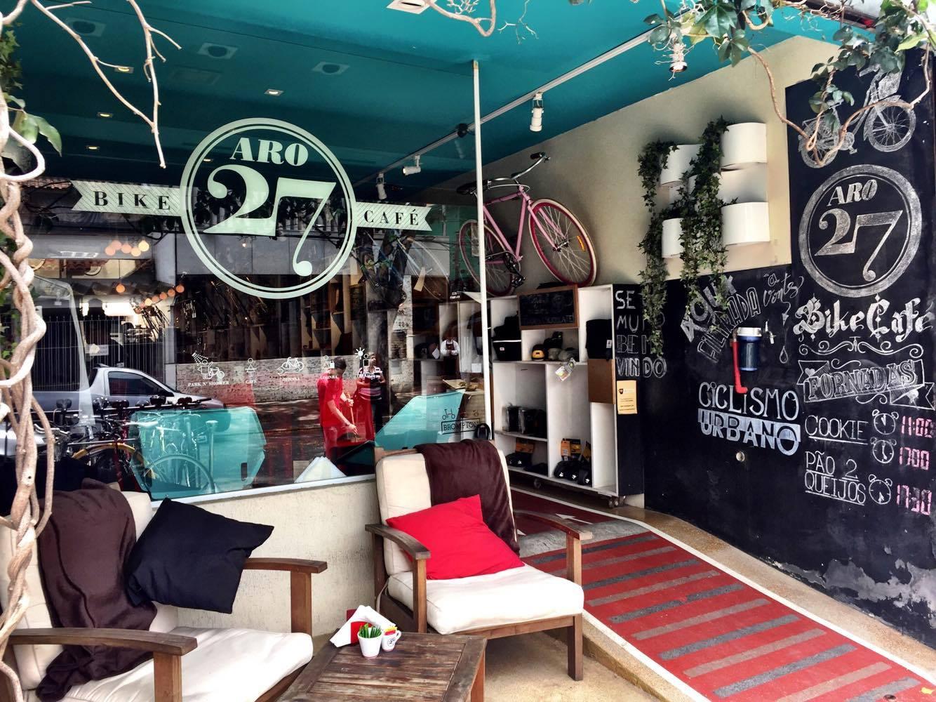 ee37cb8fcd8 Localizado próximo ao metrô Pinheiros, o Aro 27 oferece ao cliente uma loja  com bicicletas, equipamentos e acessórios para uso urbano, um mix de  serviços ...